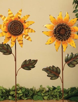 Small Metal Sunflower Stake (2 Styles)