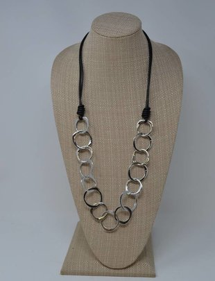 Hoop Leather Necklace (2 Colors)