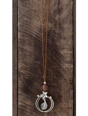 Round Hanging Leaf Necklace