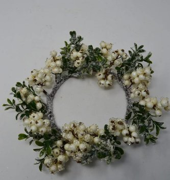 Cream Iced Berry Boxwood Candle Ring