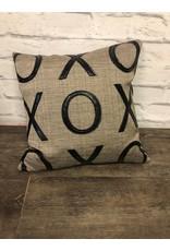 Piccolo AMORE LLC XOXO Pillow