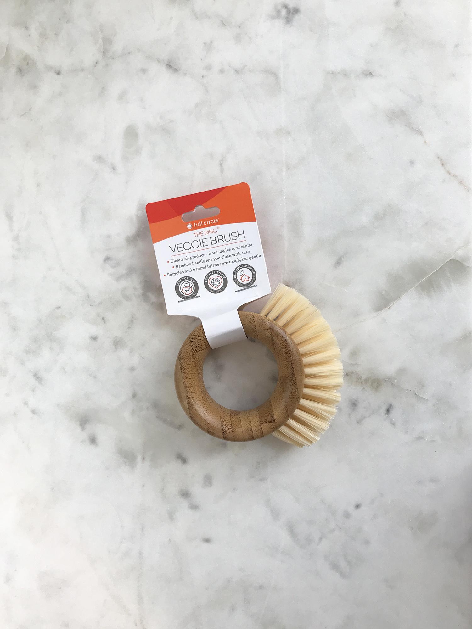 Full Circle The Ring Vegetable Brush-1