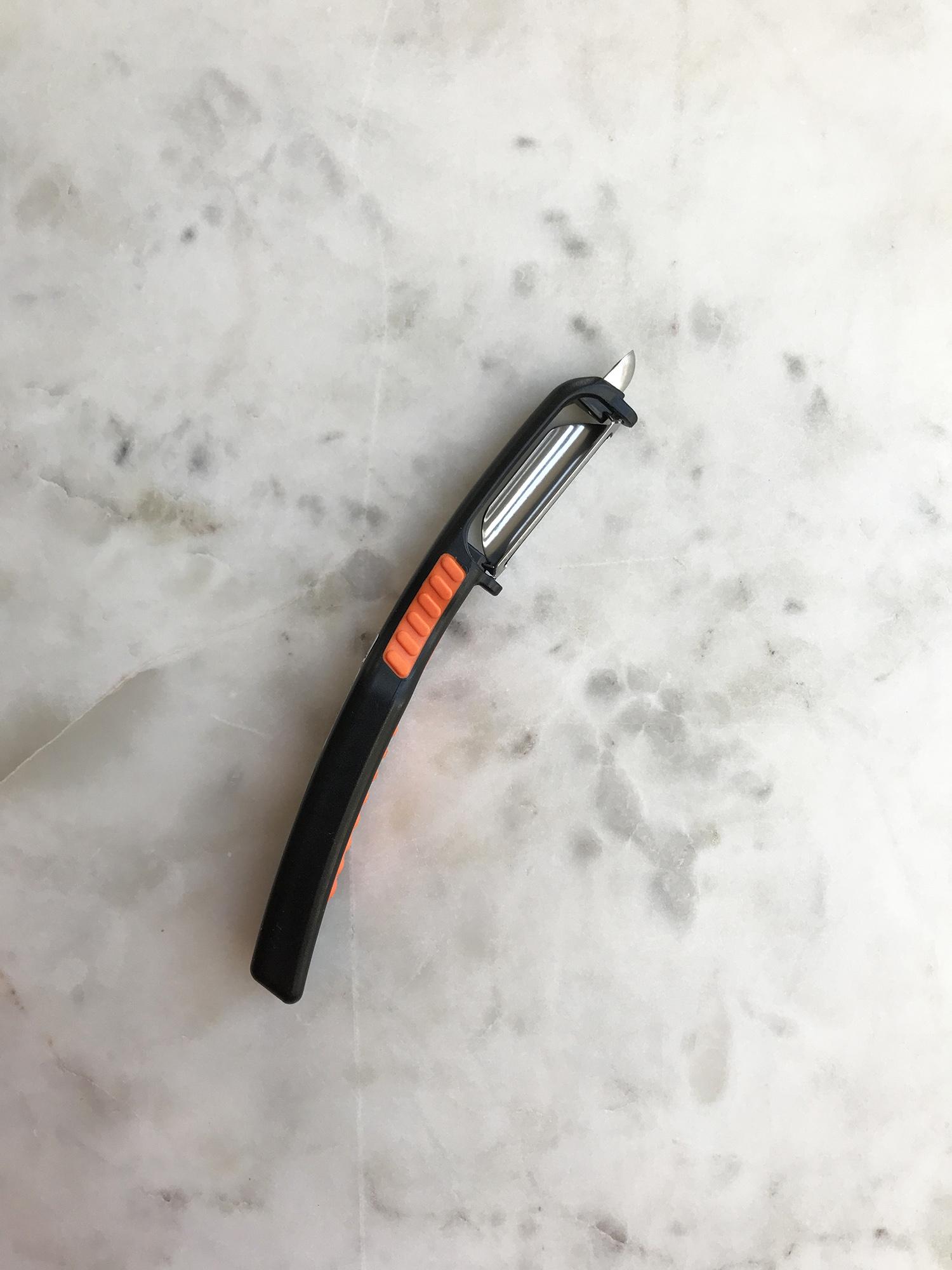 Swissmar Curve Peeler-1