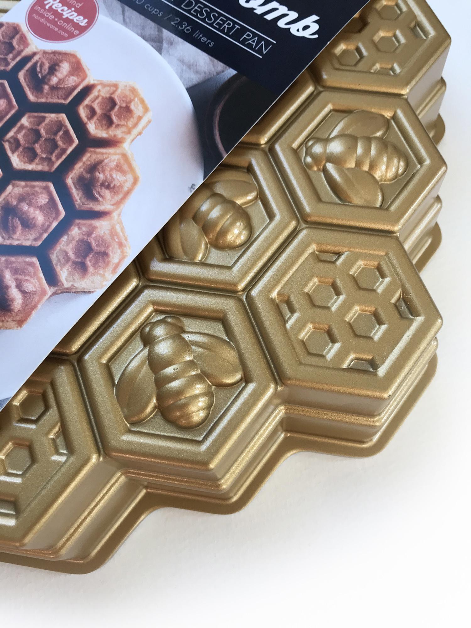 Nordic Ware Honeycomb Pull Apart Pan-2