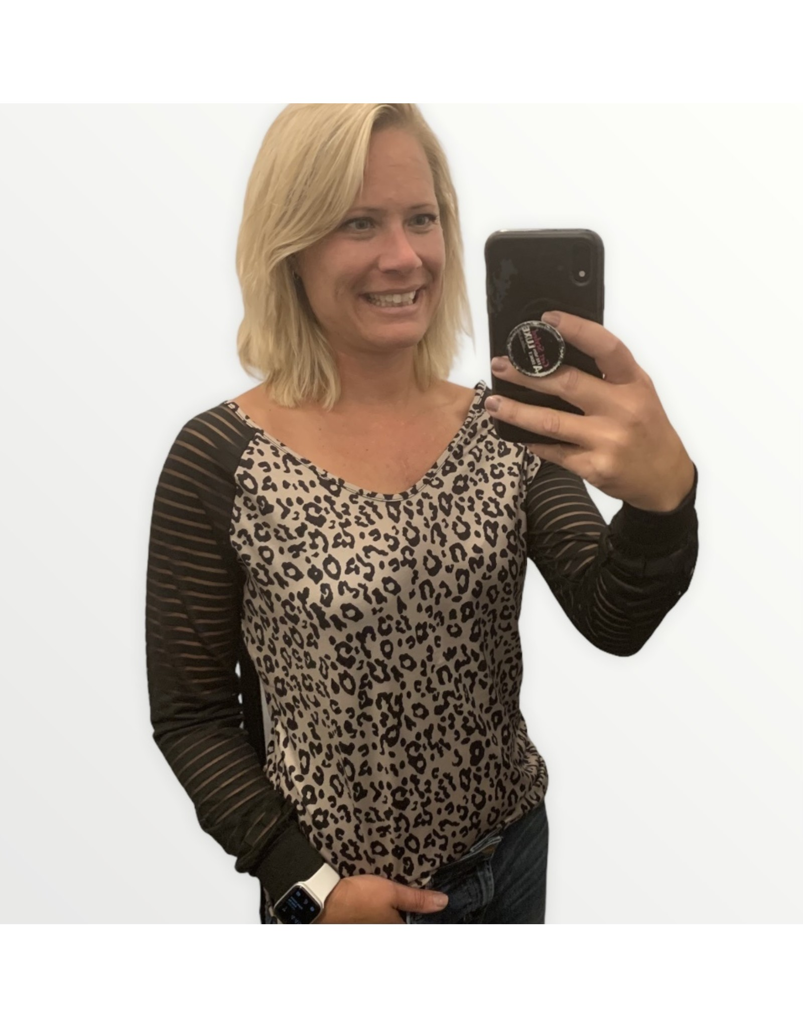 LATA Leopard v-neck with mesh sleeves