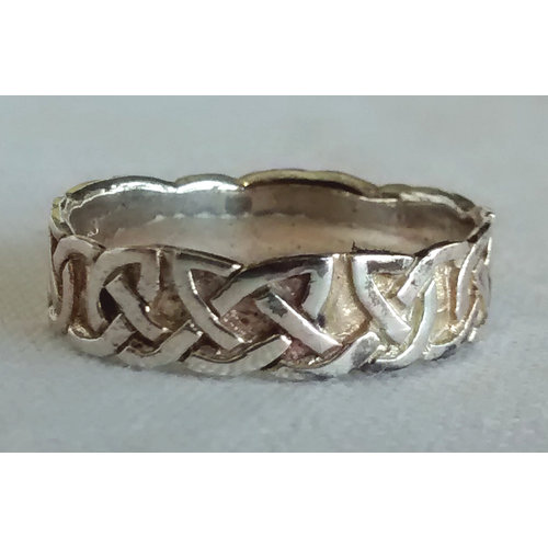 Thin Celtic Knot Ring