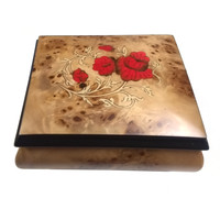 Splendid Music Box Red Roses