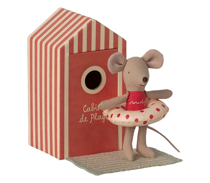 Beach Mice- Little Sister in Cabin de Plage