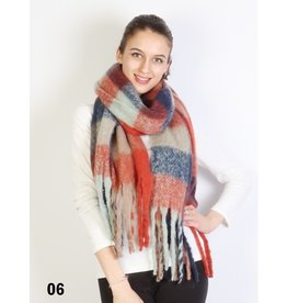 GRAND INT'L BOUCLE YARN SCARF w/TASSEL