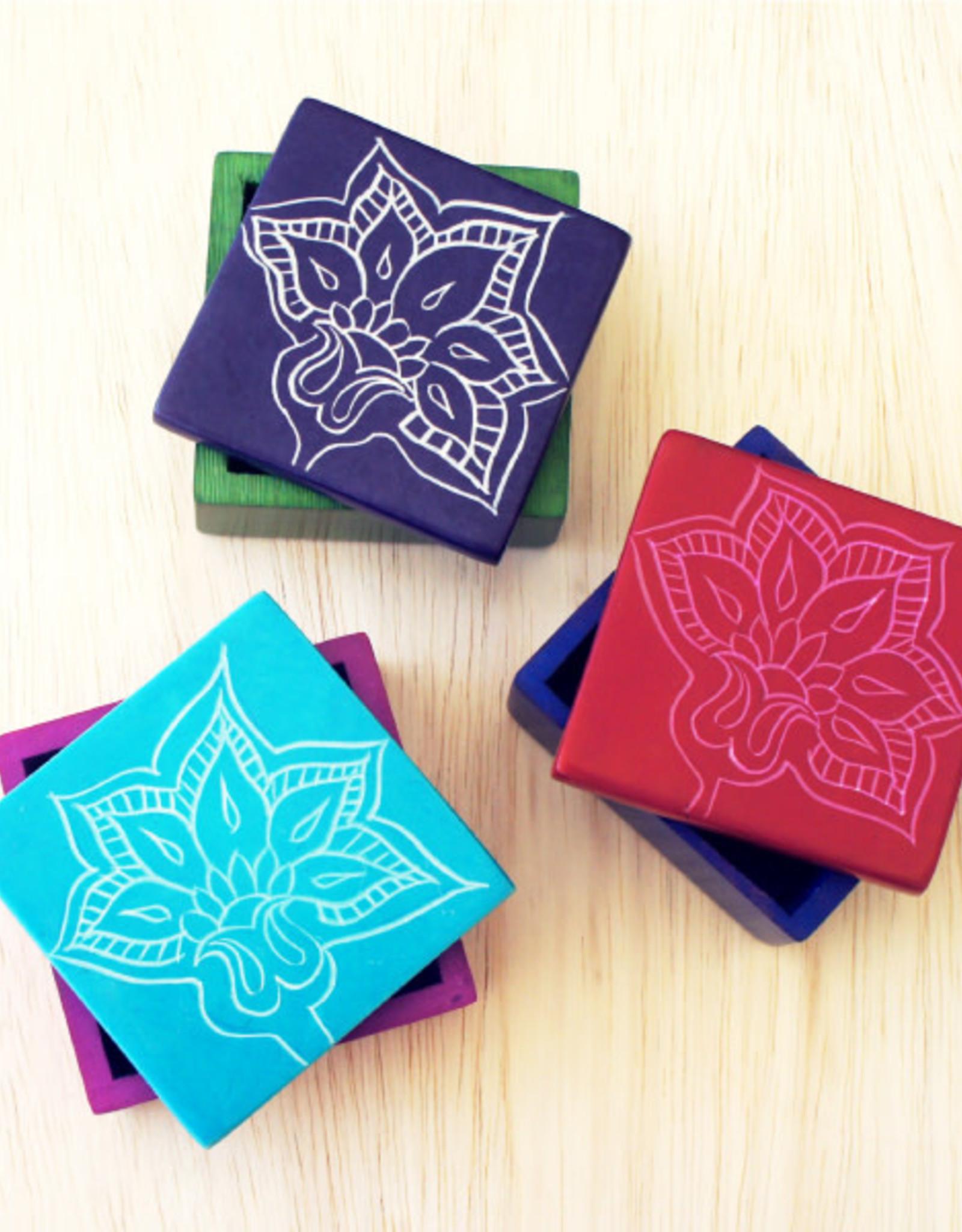 Kenya, Square Box w/ Flower Pattern