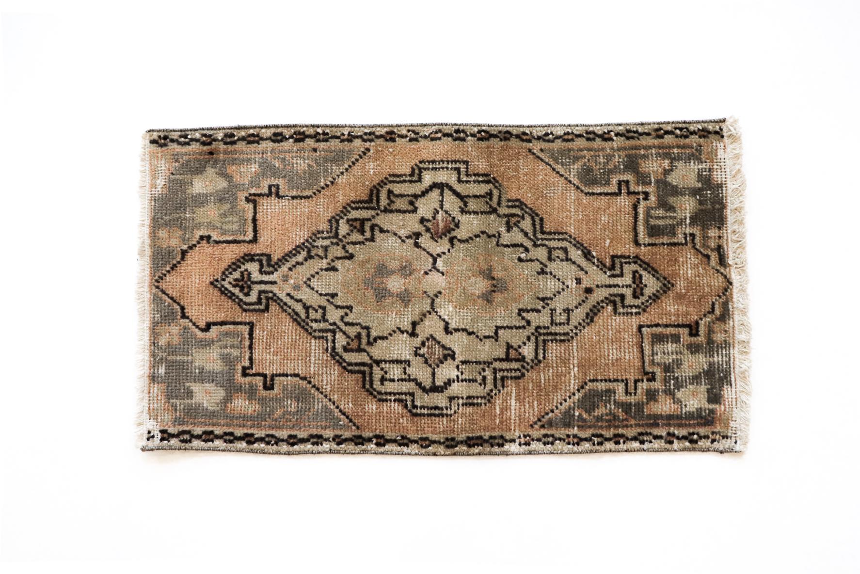 Handmade Vintage Turkish Kilim Rug - Tan and Brown