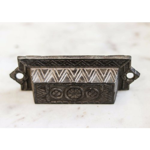Eastlake Rectangular Pull with Circled Flowers
