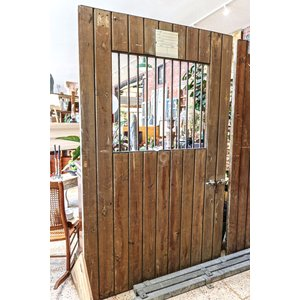 Wooden Horse Stall Sliding Door with Iron Bars