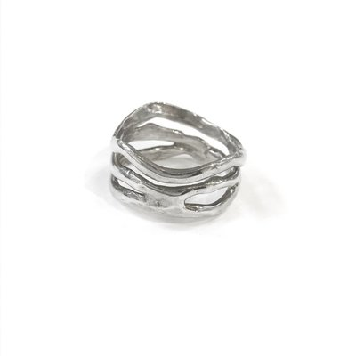 Something Charming Sterling Silver Wave Band Ring SZ6