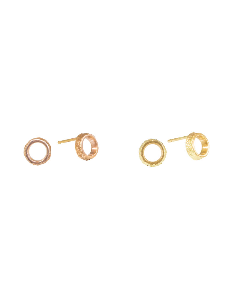 Small Open Sand Circle Post Earrings in 18k Yellow Gold