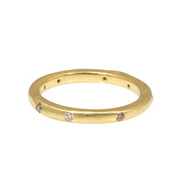 2.5mm Modeled Band with Random Diamond in18k Yellow Gold