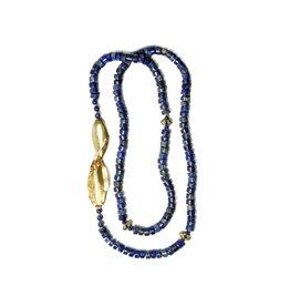 Callistemon Bead Necklace in Yellow Bronze with Lapis Lazuli