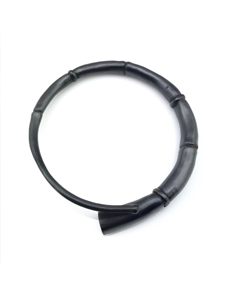 Kai Wolter Single Black Tendril Bangle
