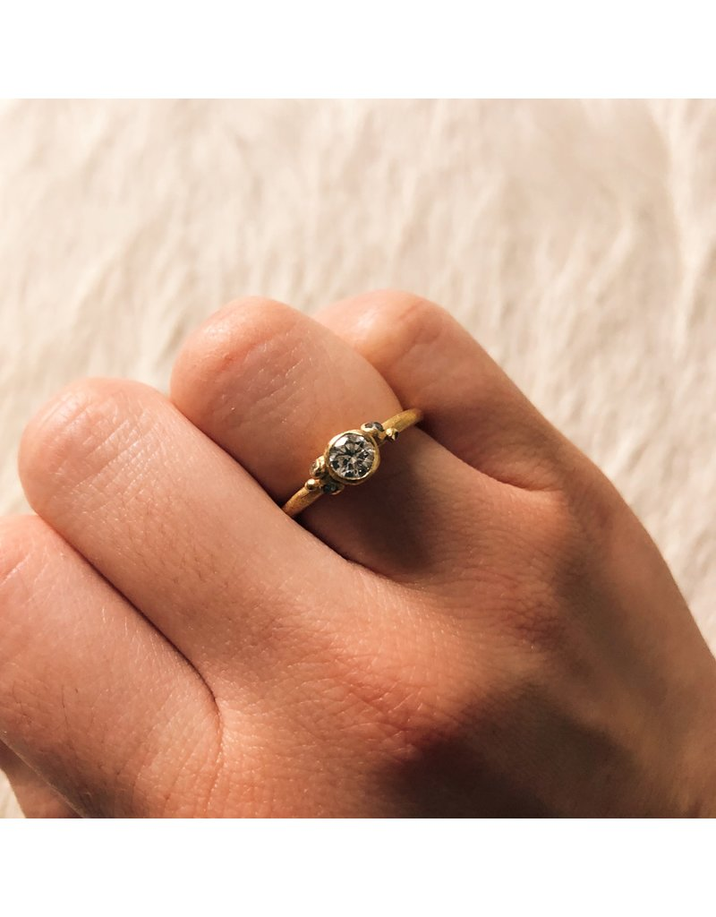 Solitaire Diamond Ring in 18k Yellow Gold
