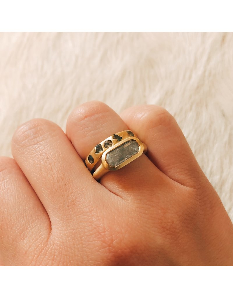 Crystal Ring Green Sapphire Ring in 18k Yellow Gold