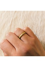 Medium Silk Textured Band in 18k Yellow Gold