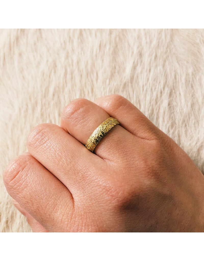 Compressed Sand Band in 18k Yellow Gold