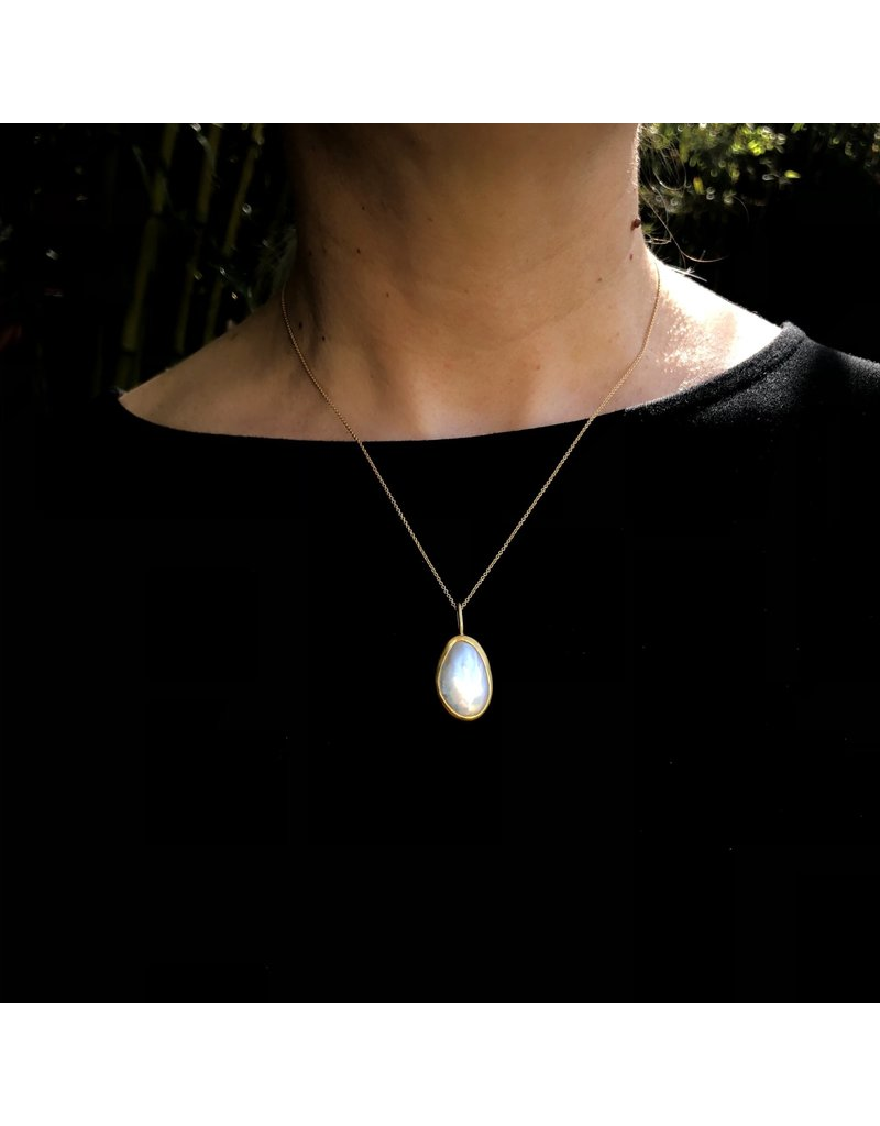 Large Loave Cultured Pearl Pendant in 22k Gold