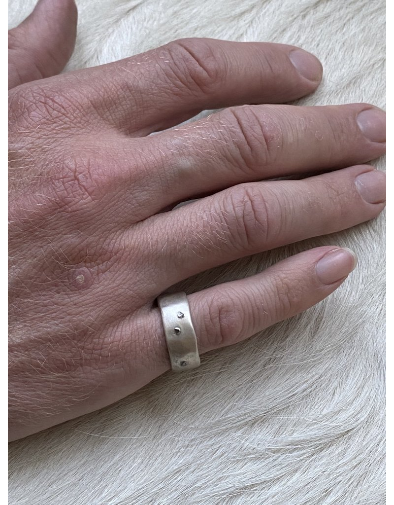8mm Modeled Band with Raw Diamonds