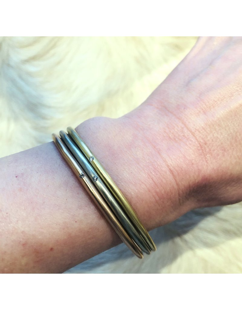 Delicate Tapered Bangle in 18k Yellow Gold with White Diamond