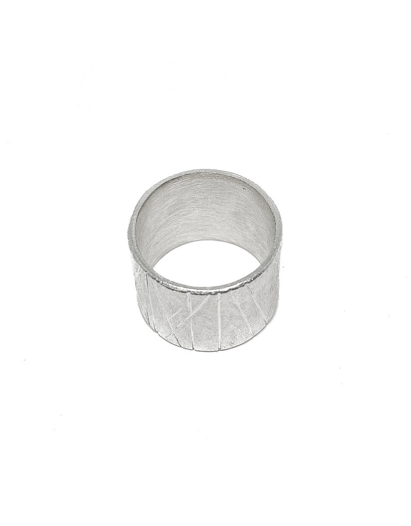 Trevi Pendro Old Growth Ring in Silver with Brushed Texture