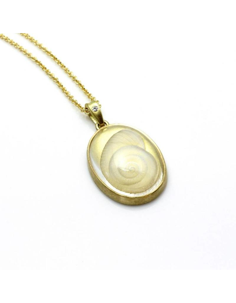 Quartz Shell Pendant in 18k Yellow Gold