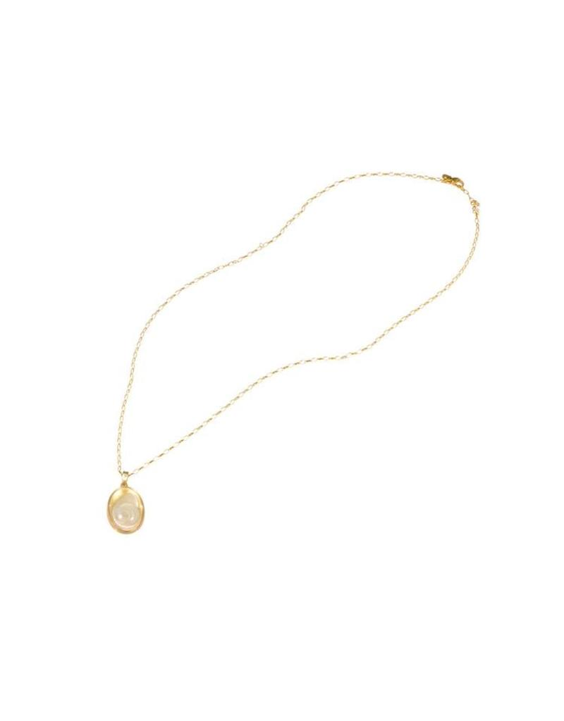 Carved Quartz Shell Pendant in 18k Yellow Gold