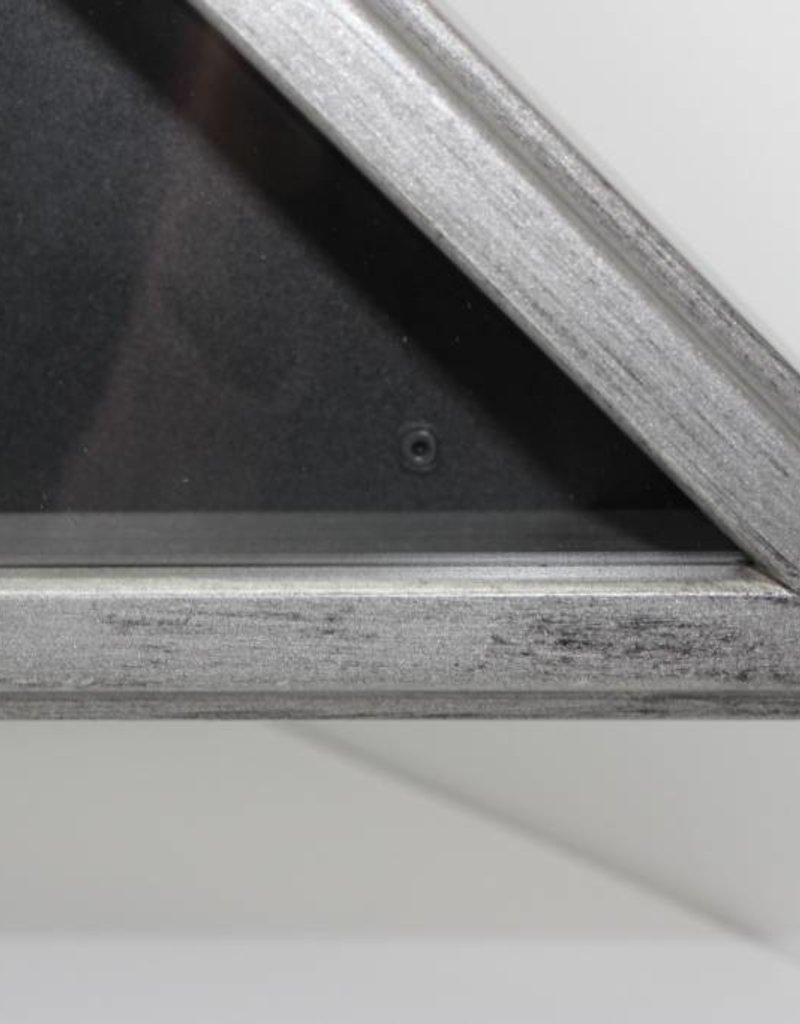 silver/Gray Metal Flag Case 5x9.5'
