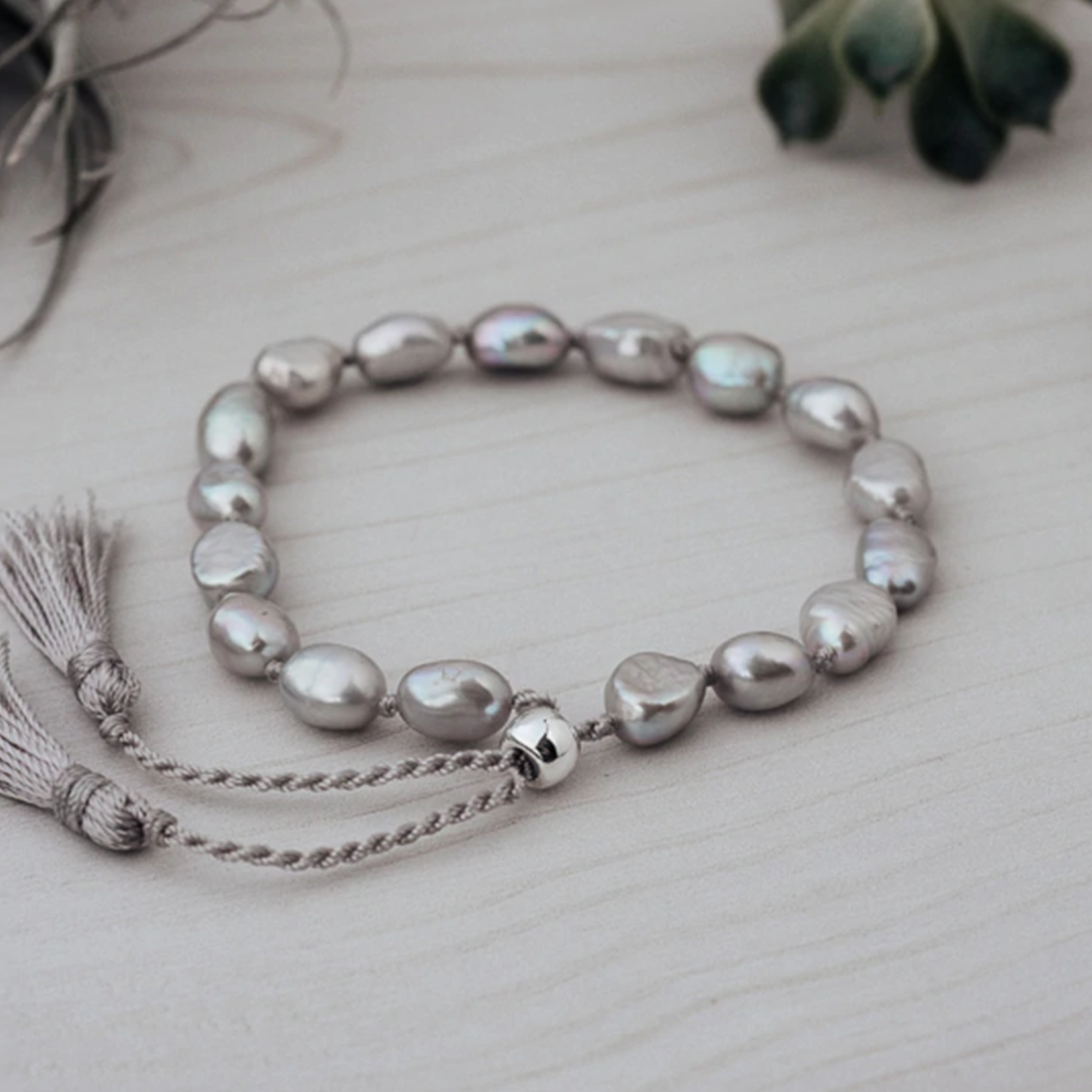 Humble Bracelet/ Grey pearl