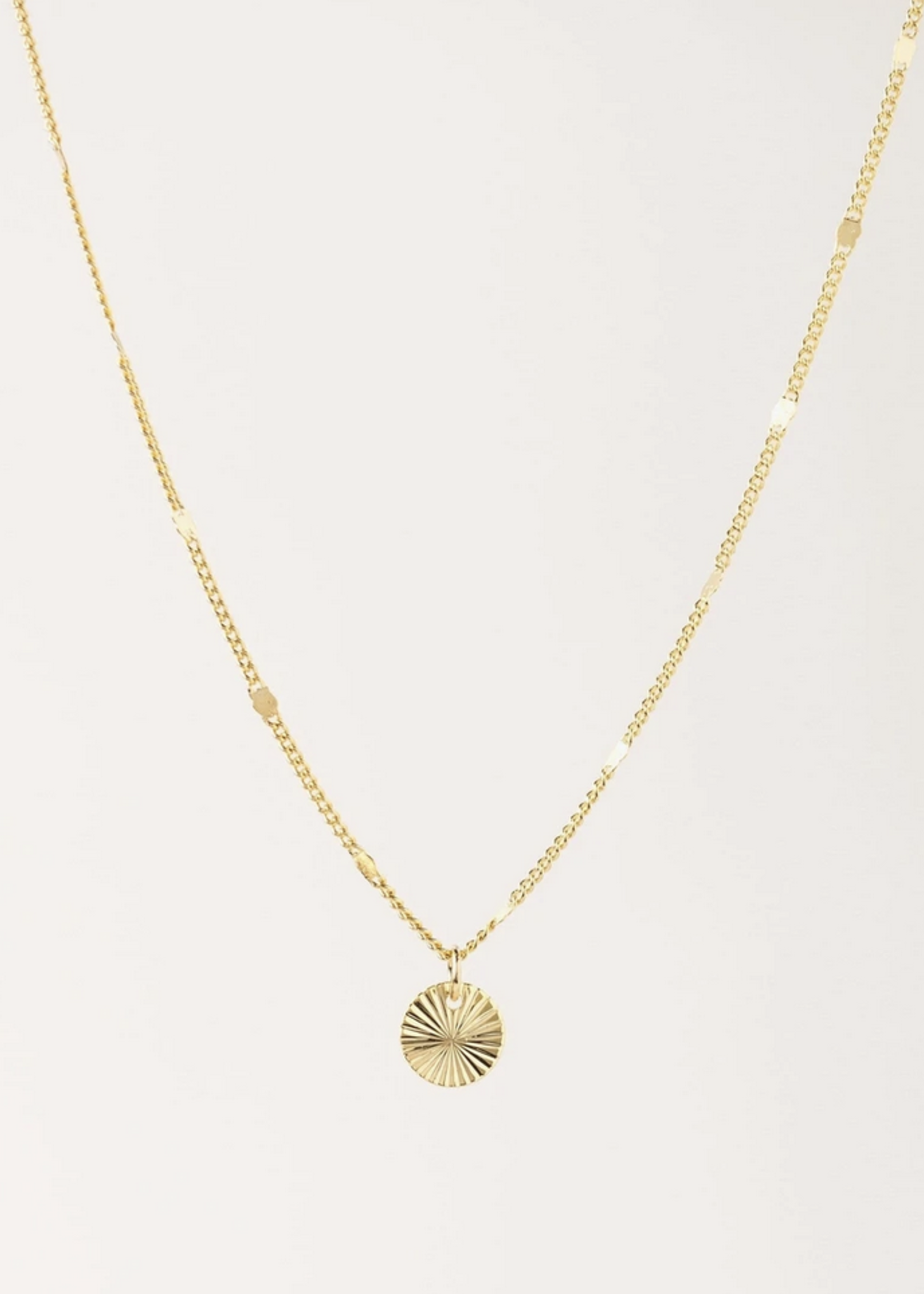 Everly Circle Necklace Gold