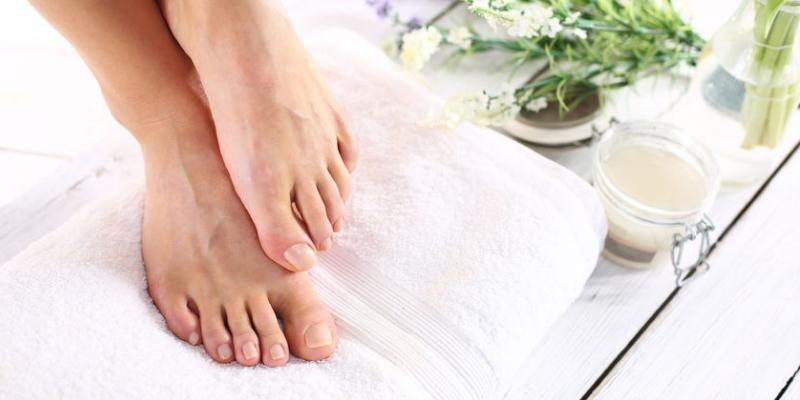 Prendre soin de ses pieds avec les huiles essentielles !