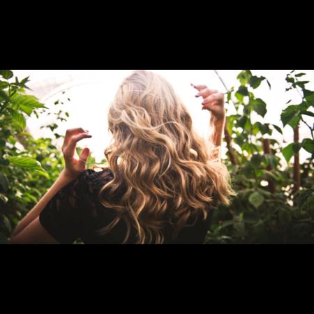 Quelles huiles essentielles utiliser pour avoir de beaux cheveux à l'année ?
