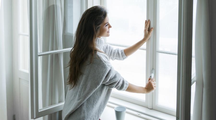 En hiver, on aère ! 4 solutions simples pour un air plus sain dans la maison.