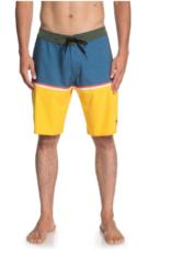 """Quicksilver-Roxy Snow Quiksilver Division 20"""" Board Shorts (M)"""