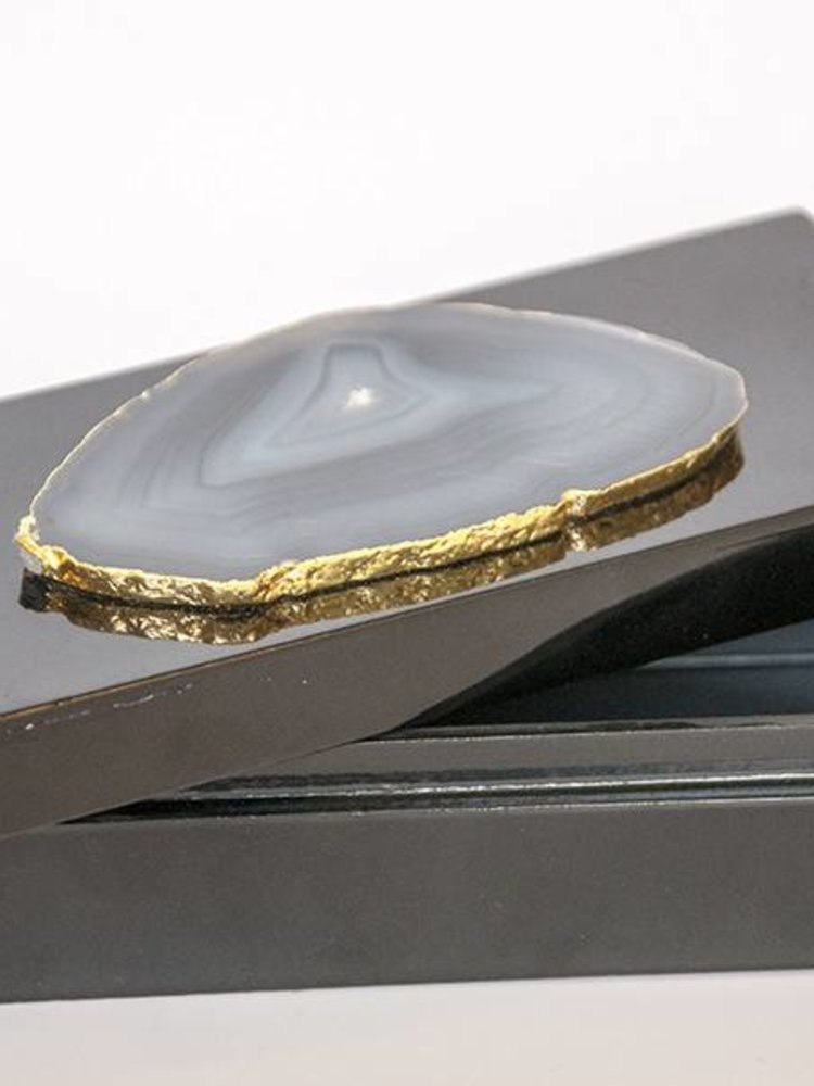 Object-Black box with agate