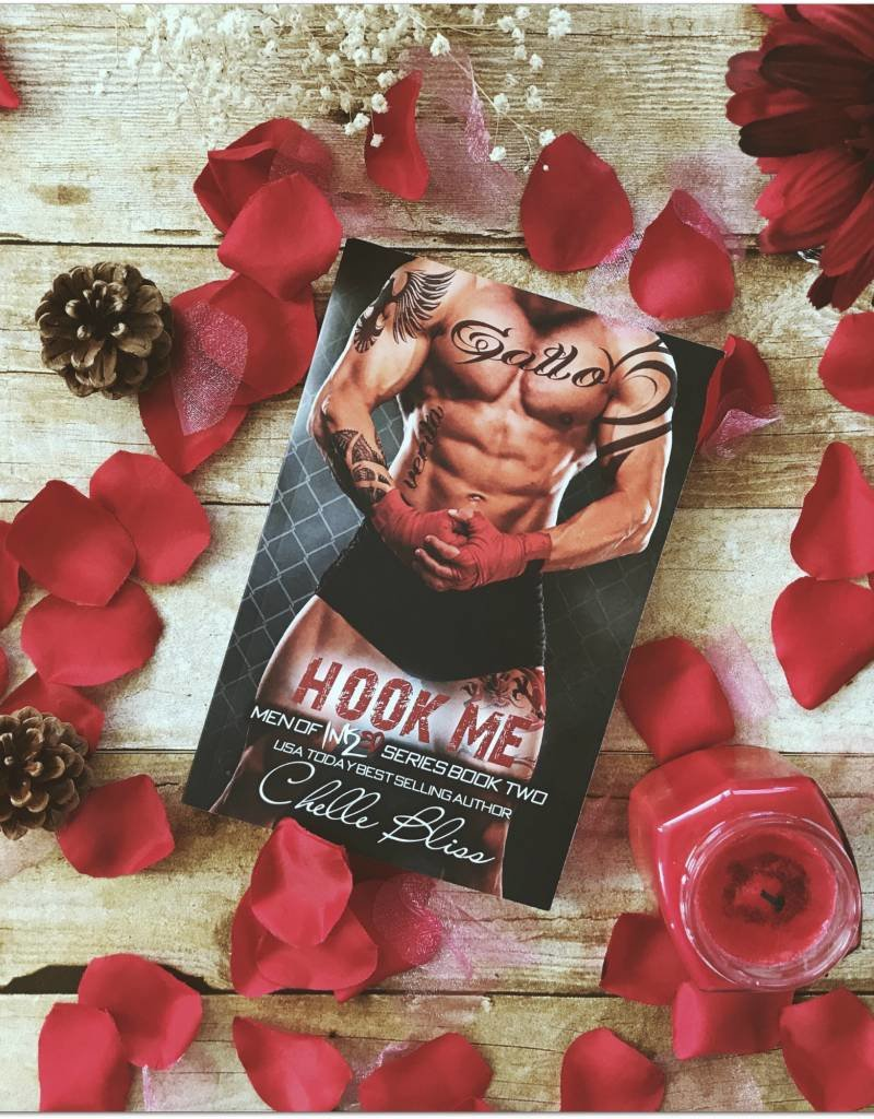 Hook Me, #2 by Chelle Bliss