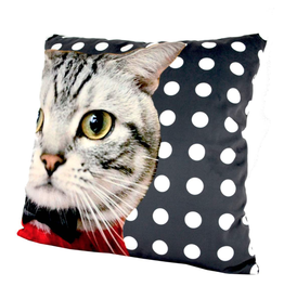 """Coussin chat noeud papillon 18"""" x 18"""""""