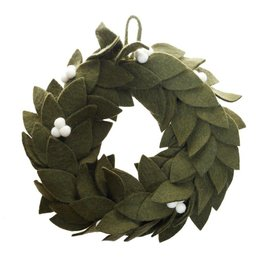 Global Goods Partners Mistletoe Felt Wreath