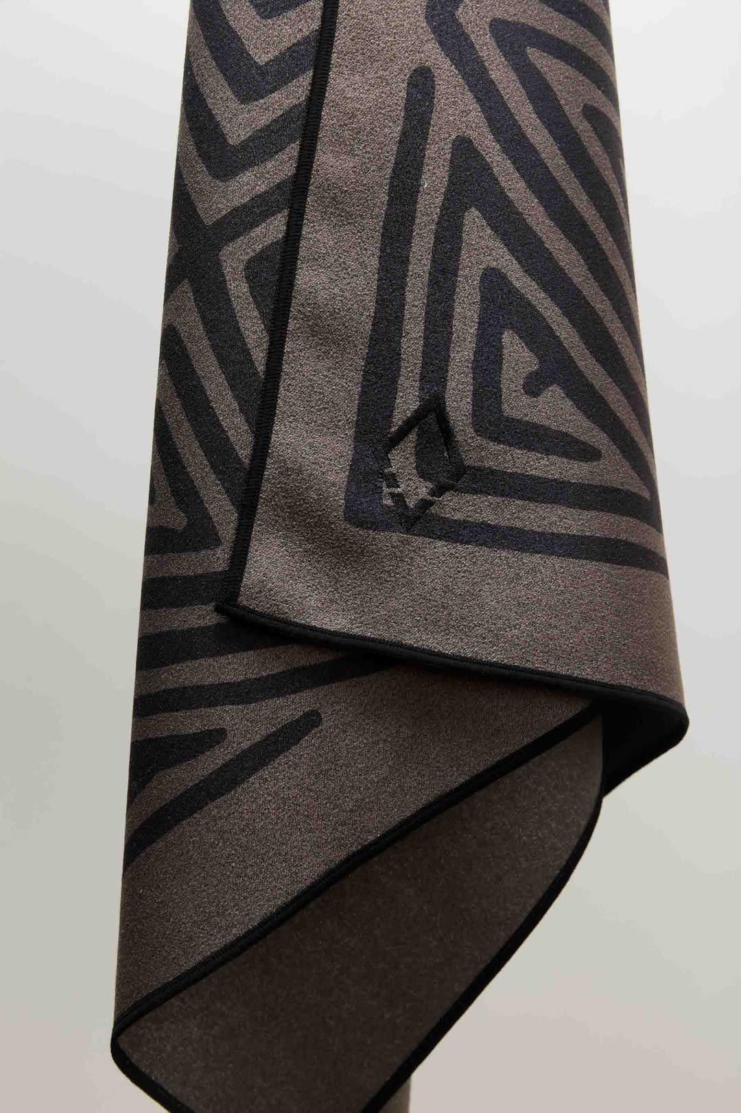 Nomadix La Playa Brown Black Towel-1
