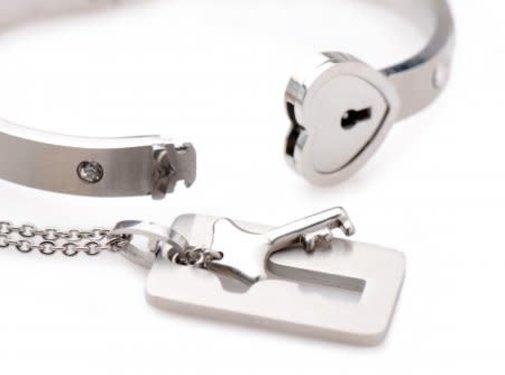 XR Brands Cuffed-Locking Bracelet Set