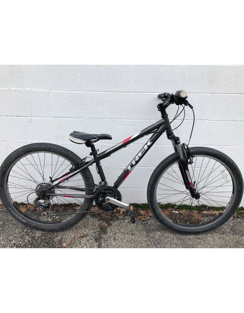 Trek PRE-OWNED TREK 820 KIDS MOUNTAIN BIKE