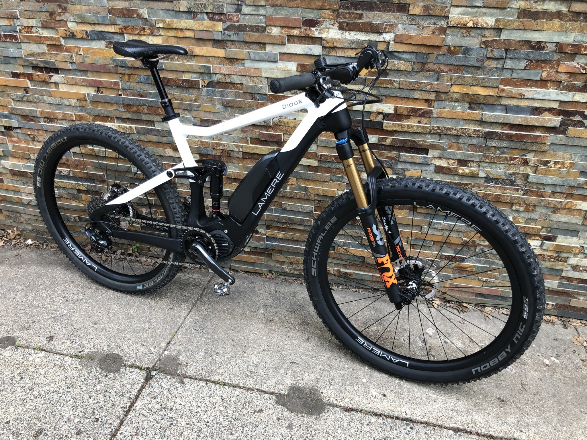 """LaMere 19"""" LaMere Diode Shimano E8000 and Fox 36 Voorsprung"""