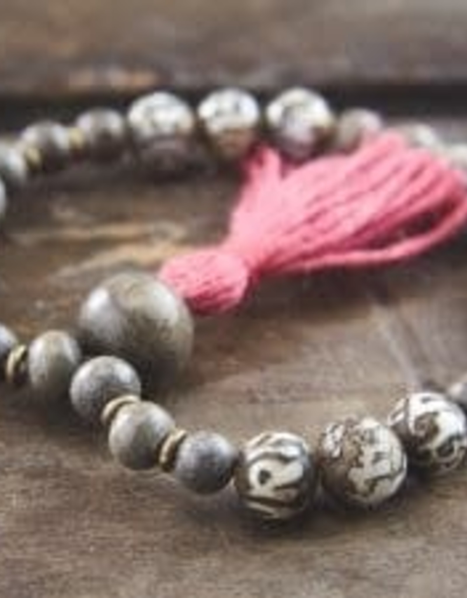 Japa Mala Japa Wrist Mala - Conch + Silver Greywood
