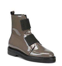 DONALD J. PLINER The Noraa Boot