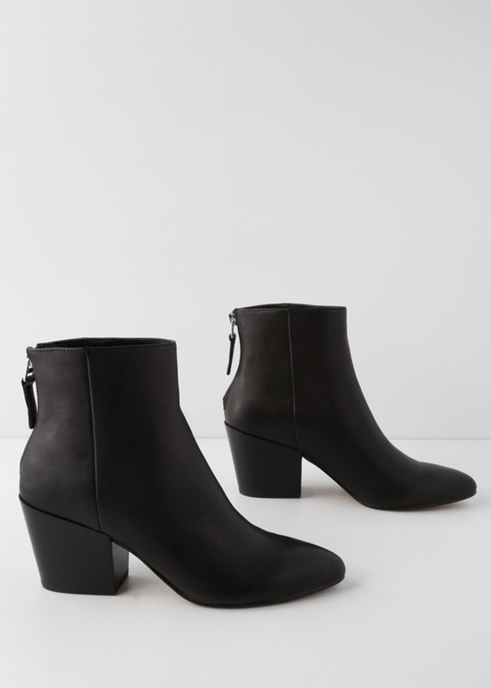 DOLCE VITA Coltyn Ankle Bootie